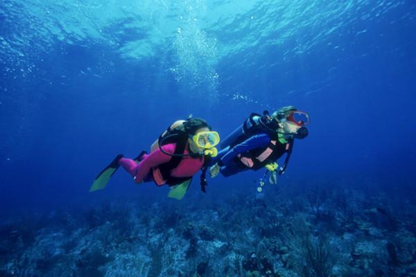 泰国潜水贵吗,深潜(潜水)价格是多少?