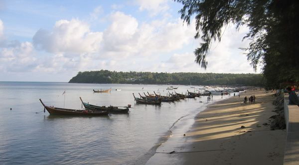 普吉岛拉威海滩好玩吗