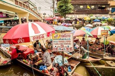 曼谷特色购物市场--安帕瓦水上市场