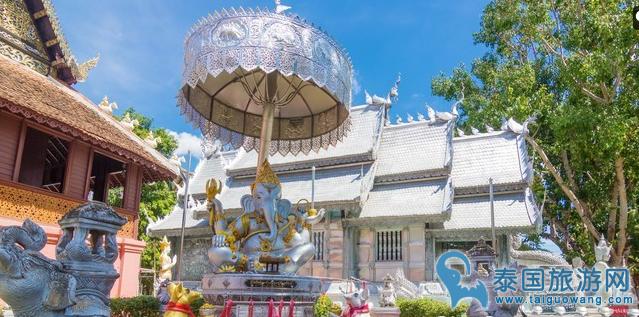 """泰国最有特色寺庙之一""""清迈银寺"""""""