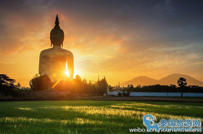 曼谷极具特色且人少的寺庙-- Wat Muang