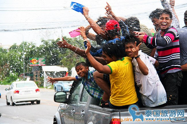 感受泰国风情:泰国泼水节