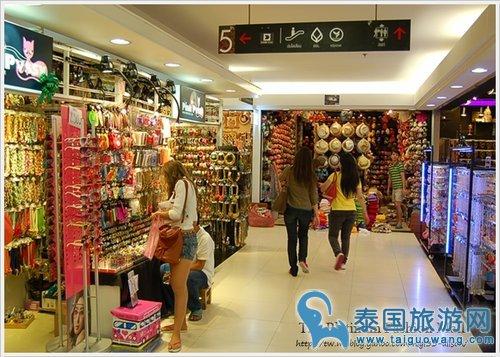 曼谷最著名的服装市场:水门市场