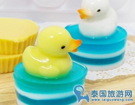 """便宜泰国街头甜品小吃""""椰子果冻鸭"""""""