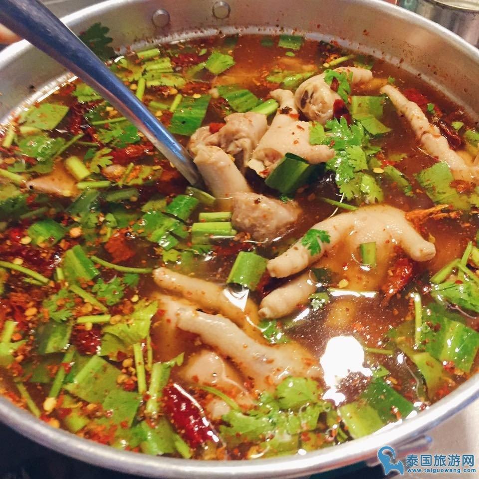 泰国不仅有冬阴功汤还有顿鸡脚汤