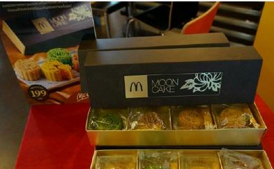 曼谷也有中秋节,别忘了吃榴莲味月饼放孔明灯哦!