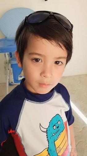 澳大利亚泰国混血小男孩威廉长得很可爱而且也很帅气