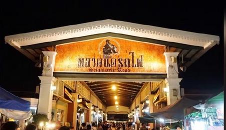 曼谷年轻人爱去的夜市—诗娜卡琳火车市场