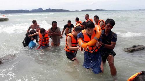 甲米2起翻船事故 22名中国游客获救