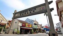 马六甲鸡场街夜市美食和特产街逛不完