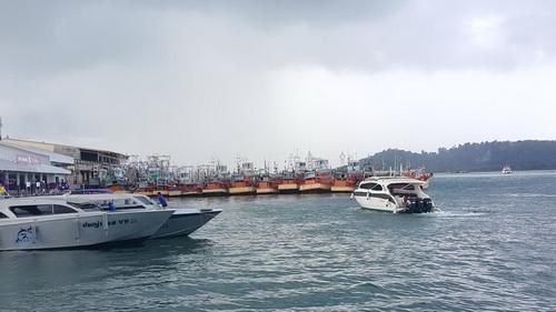 斯米兰群岛快艇暂停街游客 因风浪过强