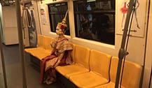 曼谷BTS惊现泰式装扮女鬼 面容惨白吓坏乘客
