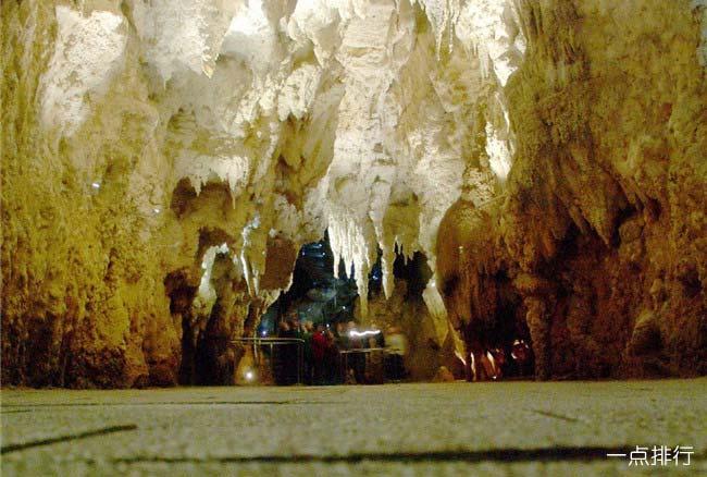 怀托莫萤火虫洞穴
