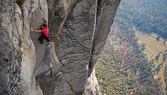 世界十大危险运动排名,徒手攀岩位居榜单之首