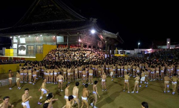 日本最奇葩的节日,裸体节尺度大不过直视