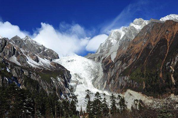 """中国最大的冰川在哪里?非""""海螺沟冰川""""莫属"""