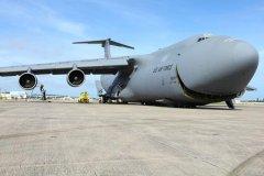 美国现役最大的运输机,c5运输机载重122吨