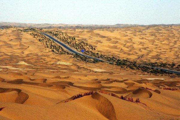 中国最大的沙漠——塔克拉玛干沙漠