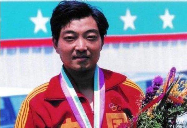 中国第一个奥运冠军:许海峰在1984年夺得首金