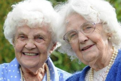 世界上最长寿双胞胎,106岁经历一战和二战
