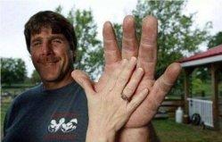世界上最大的手掌,手掌长度高达25厘米