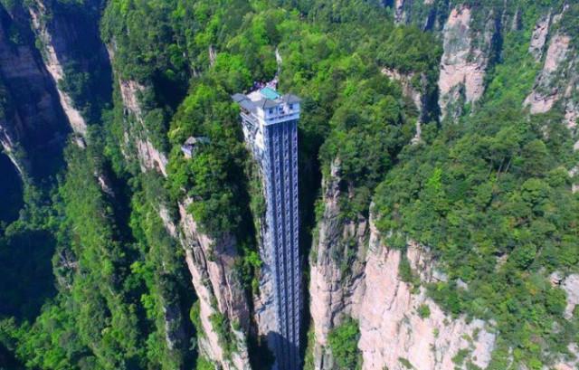 世界上最高的电梯,百龙天梯高335米