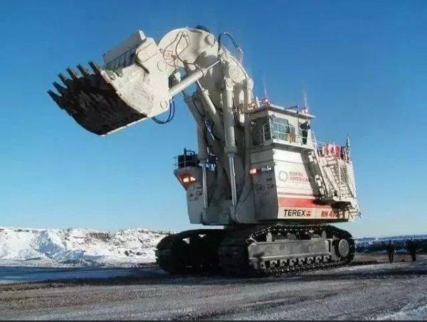 全球十大巨型挖掘机排行,一铲子可挖85吨