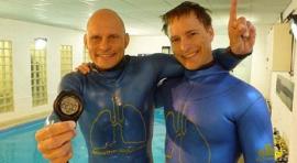 人类水下憋气世界纪录,时间达22分22秒