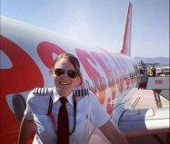 世界最年轻的女机长,13岁开飞机26岁当机长