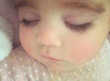 世界上睫毛最长的宝宝,竟然是个混血宝宝
