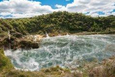 世界上最大的热湖,煎锅湖水温高达60度