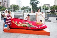 世界上最大的绣花鞋,全长2.8米宽0.87米