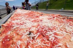 世界上最长的披萨,全长达两千米