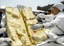 世界上最大的三明治,重达3173公斤长宽3.5米