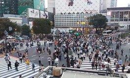 世界上最繁忙的十字路口 人多到黑压压一片每天