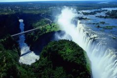世界上声音最大的瀑布,浪花溅起达300米