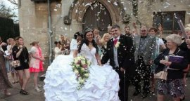 世界上最重的婚纱,重达127斤比新娘还重