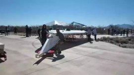 世界上最大的纸飞机,沙漠之鹰长达13.71米