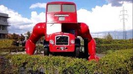 世界上最奇葩的公交车,能做俯卧撑