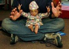 世界上最小的5位袖珍人,马加尔身高仅50厘米