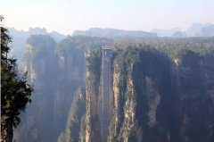世界上最高的户外电梯:百龙电梯高达326米
