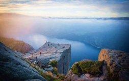 世界上最吓人的景点:挪威布道石垂直落差600米