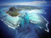 世界上最大的海底瀑布:丹麦海峡瀑布落差达3505米